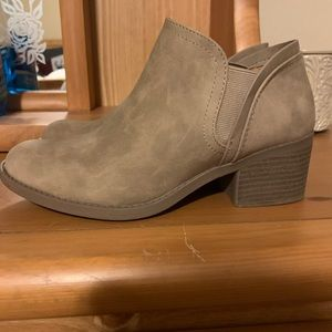Size 6.5 women's ankle boot